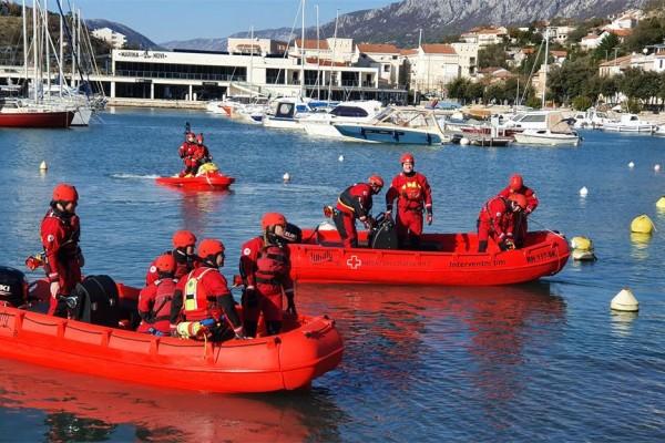 Održana vježba pripadnika specijalističkog interventnog tima za spašavanje vodi Hrvatskog Crvenog križa